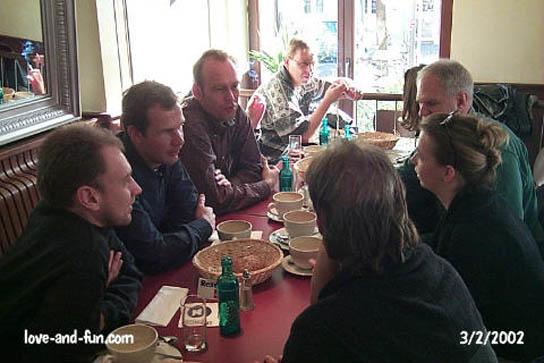 Typisch Frühstückstreff: angeregte Unterhaltung in netter Gesellschaft